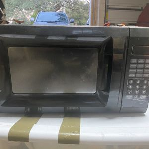 Microwave Medium Size for Sale in Shalimar, FL
