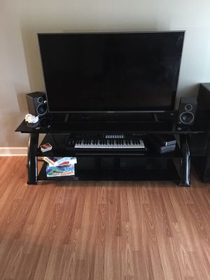 55 inch tv plus 65 inch glass tv stand for Sale in Florissant, MO