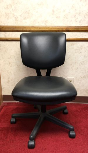 Computer leather chair (total of 6 chairs) for Sale in Los Angeles, CA