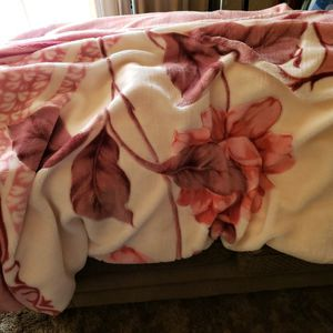 Nice Heavy Plush Blanket for Sale in Hoquiam, WA