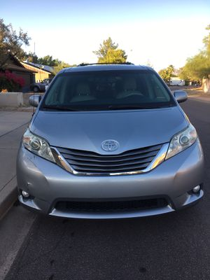Toyota Sienna 2011 XLE Minivan for Sale in Scottsdale, AZ