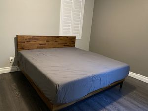 King Bed and Frame / used for staging/ like new mattresses memory foam for Sale in Las Vegas, NV