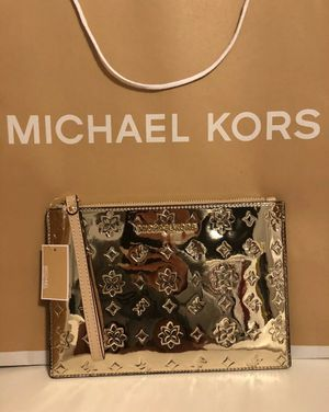 Michael Kors travel Wristlet Gold for Sale in Coppell, TX