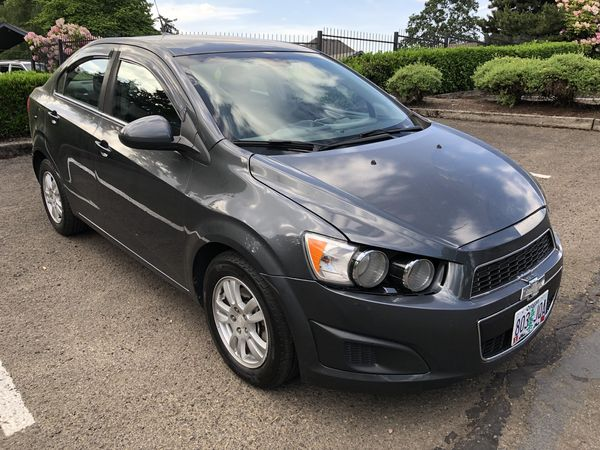 2013 CHEVY SONIC LT TURBO * EXCEPTIONALLY CLEAN AND DRIVES FLAWLESSLY *