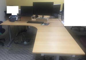 L shape adjustable height desk for Sale in Bonney Lake, WA