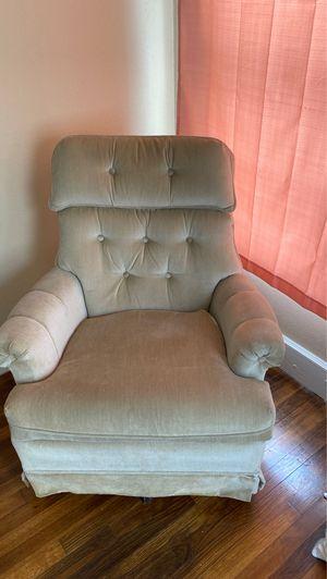 Beige swivel chair for Sale in Longview, TX