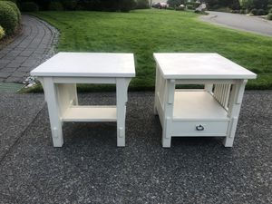 2 White Bassett End Tables for Sale in Renton, WA