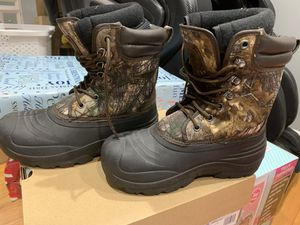 Kids snow boots size 4 for Sale in Revere, MA