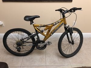 Mongoose 21 Speed Mountain Bike with helmet for Sale in Miami, FL