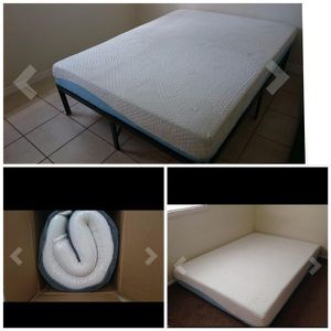 """SALE!! New QUEEN size 10"""" Gel infused memory foam mattress $160 Or $220 with platform bed frame. Price is firm!! for Sale in Columbus, OH"""