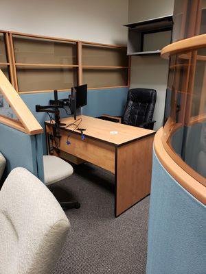 Office cubical round wall with desk and chairs for Sale in Des Plaines, IL