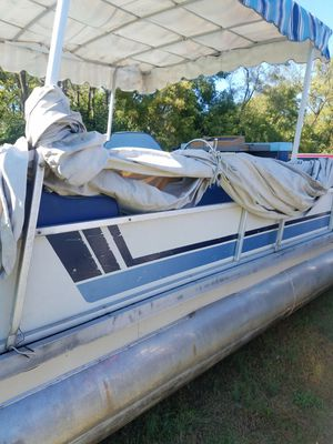 Pontoon. Boat for Sale in Dearborn Heights, MI