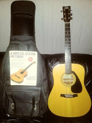 Acoustic Yamaha guitar great condition for Sale in Culver City, CA