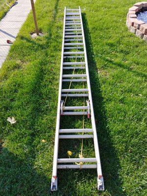 Werner 28ft. Type III Aluminum D-Rung Extension Ladder D1128-2 for Sale in Chicago, IL
