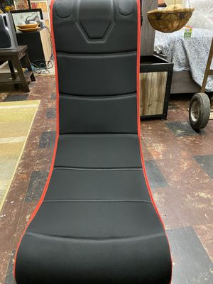 Gaming chair with Bluetooth headphones for Sale in Walton Hills, OH