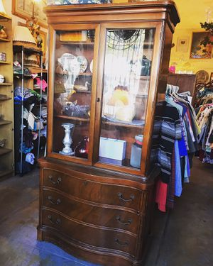 China hutch for Sale in Los Angeles, CA