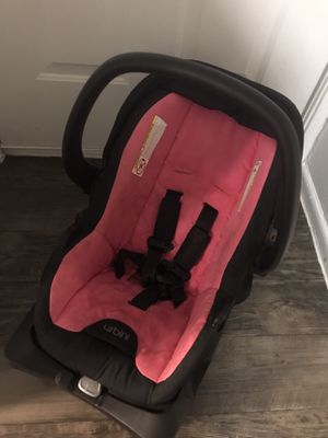 Car seat for baby girl with base for Sale in San Antonio, TX