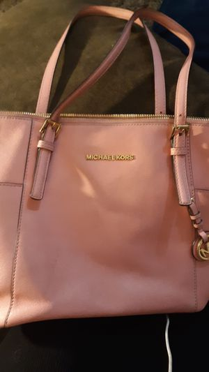 Michael Kors bubble gum pink medium handbag!! for Sale in Mount Vernon, WA