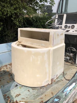 Fiberglass bait tank and lean post for Sale in San Diego, CA