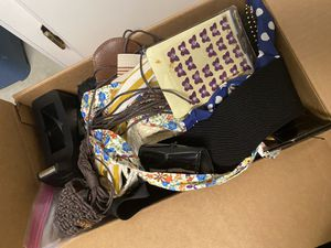 Box of Accessories for Sale in Sanger, CA