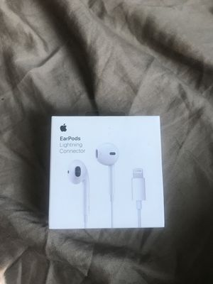 Ear pods with lighting cable for Sale in Alexandria, VA
