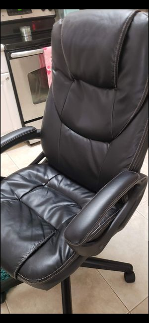 LEATHER DESK CHAIR for Sale in Delray Beach, FL