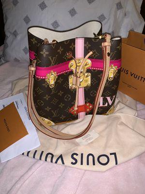 Louis Vuitton NeoNoe bucket collection 💗🎄🎁 for Sale in Bellevue, WA