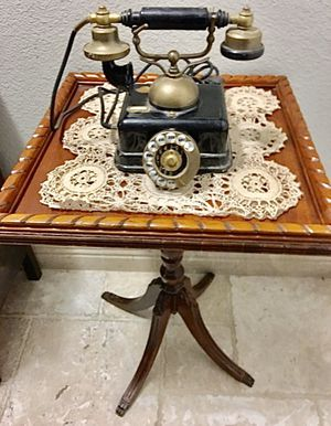 Victorian, 4 leg clawfoot, antique table for Sale in Henderson, NV