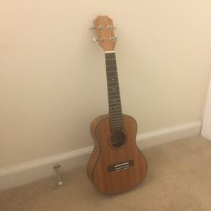 23 inch ukelele,looking for buyer. Available for pick up in North Providence! for Sale in North Providence, RI
