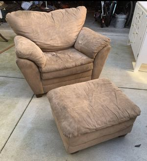 Free Lazy Boy Chair & Ottoman for Sale in Oakley, CA