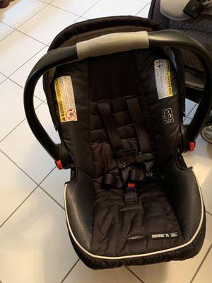 Graco baby car seat for Sale in Hialeah Gardens, FL
