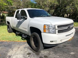 2012 CHEVY SILVERADO LTZ EXTENDED CAB LIFTED WHEELS AND NEW TIRES CLEAN TITLE for Sale in Miramar, FL
