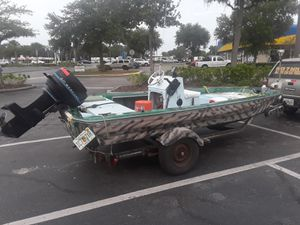 Bass boat and 40 hp mercury for Sale in New Port Richey, FL