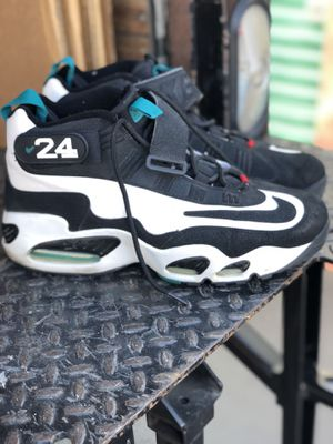 Nike Air Griffey size 12 in good condition some paint missing on side. for Sale in La Palma, CA