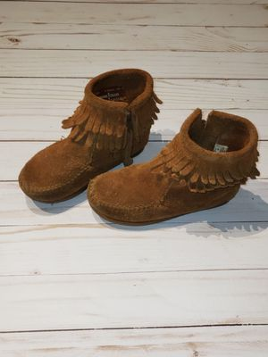 Girls Minnetonka boots / moccasins sz 9 for Sale in Leesburg, FL