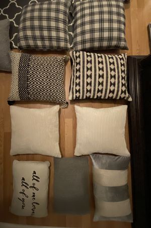Throw pillows for Sale in Adelanto, CA