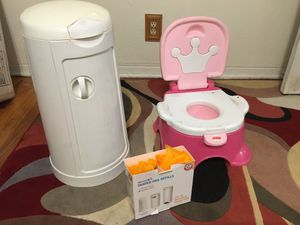 Training potty and Diaper pail with extra bags for Sale in Hollywood, FL
