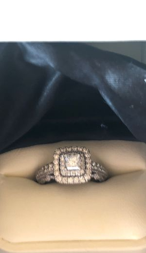 Beautiful 14WG VERA WANG wedding ring for Sale in Surprise, AZ