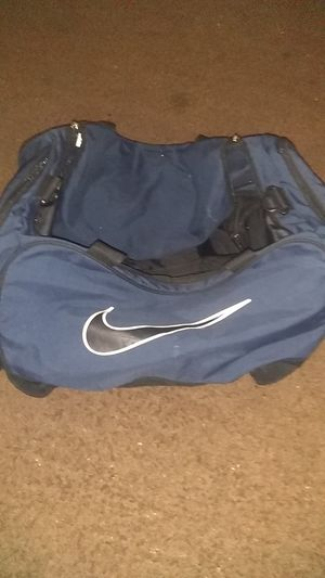 NIKE DUFFLE BAG (CLEAN) 30$ for Sale in Phoenix, AZ
