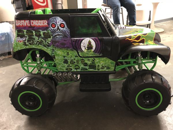Monster Jam Grave Digger 24 volt powered ride on for Sale ...