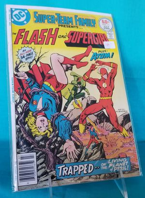 DC Comics Super Team Family presents Flash Supergirl #11 for Sale in Rancho Cucamonga, CA