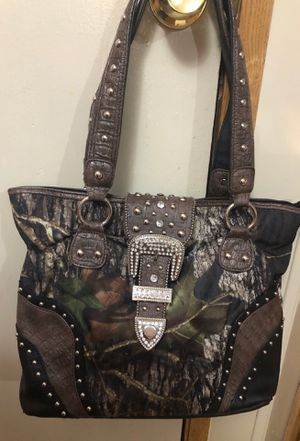 Here is a camouflaged purse very good shape an has for Sale in Sterling, KS