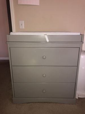 Delta Children Skylar Dresser with changing table for Sale in Pasadena, CA
