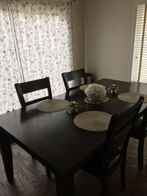 Classic Dining Table for Sale in Sterling, VA