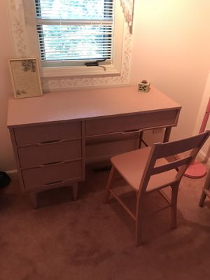 Pink bedroom set for Sale in Libertyville, IL