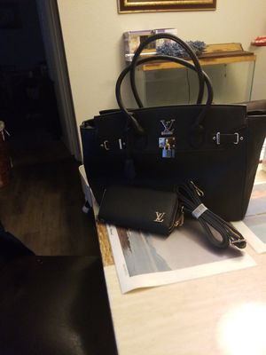 Louis Vuitton large bag/wallet &strap.. blk color New never used for Sale in Aurora, CO