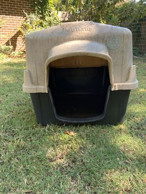 Large Petmate Dog House for Sale in Hurst, TX