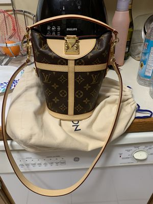 Authentic Louis Vuitton duffle bag in new condition for Sale in Westlake, OH