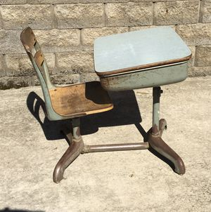 Old Fashioned Student Chair/Desk Combo for Sale in Chillicothe, IL