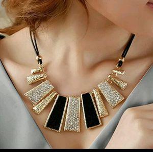 Beautiful Necklace for Sale in Mechanicsville, VA